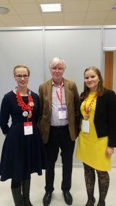 Myös Erkki Tuomioja oli mukana SDP:n puoluekokouksessa.